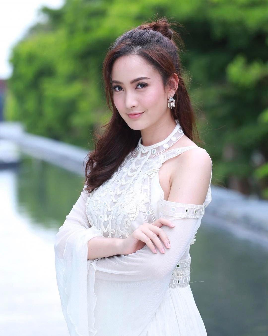 phim-thai-game-sanaeha-tro-choi-tinh-ai-se-len-song-256 15