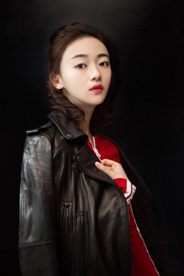 """Tìm hiểu Ngô Cẩn Ngôn: Nữ chính đang hot trong """"Diên Hi Công Lược"""" 18"""