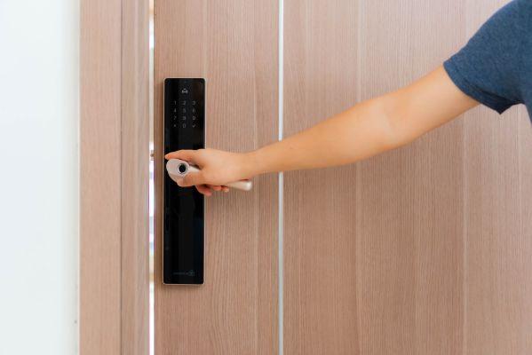 Truyền lại bí kíp khi chọn mua khóa cửa thông minh vân tay 4